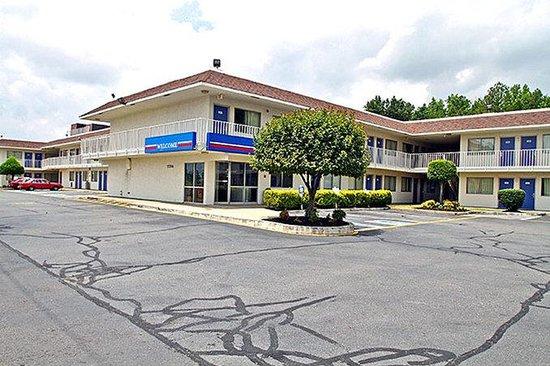 Motel 6 Richmond Airport: MExterior