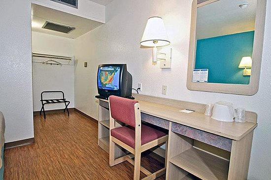 Motel 6 Richmond Airport: MDesk