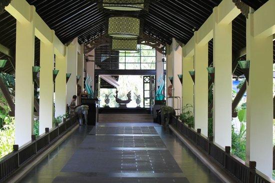 Dusit Thani Laguna Phuket: Entrée de l'hôtel