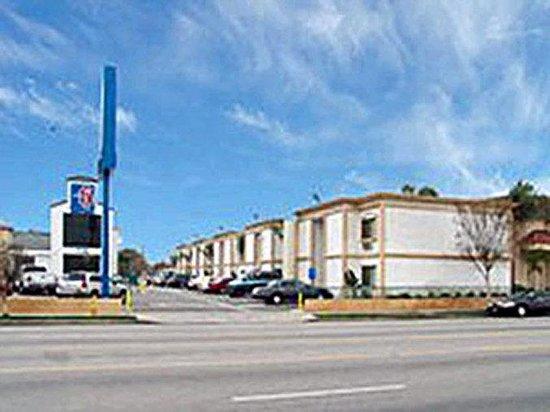 Motel 6 Canoga Park : MExterior2