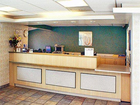 Motel 6 Canoga Park : MLobby