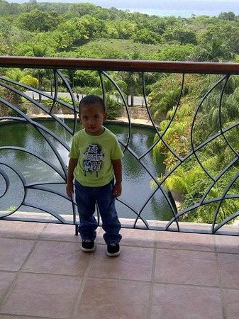 Clarion Suites Roatan at Pineapple Villas: HOTEL BALCONY