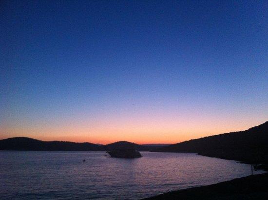 Pension Tonci: Sunrise at the beach