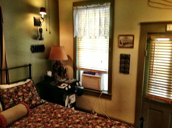 Ghost City Inn: Miners Suite