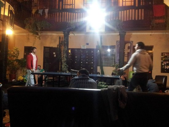 Wild Rover Hostel Cusco: Mesa de Ping Pong