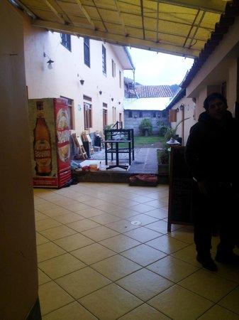 Wild Rover Hostel Cusco: PArte do bar e Restaurante