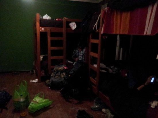Wild Rover Hostel Cusco: Quarto, esta meio bagunçado mas é limpinho ! Quarto com 10 camas !
