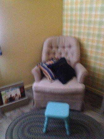 Farmer's Daughter Hotel: flea market chair