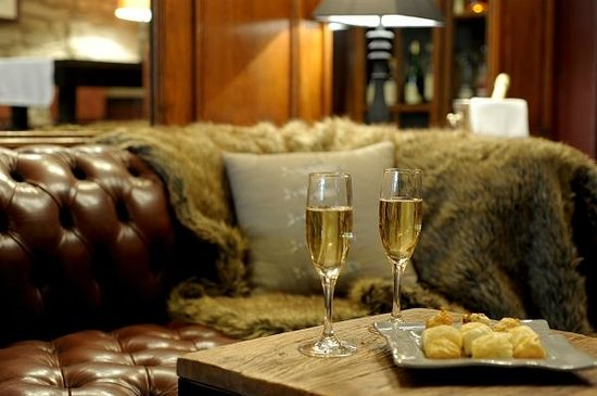 Hotel de france: Petit coin salon