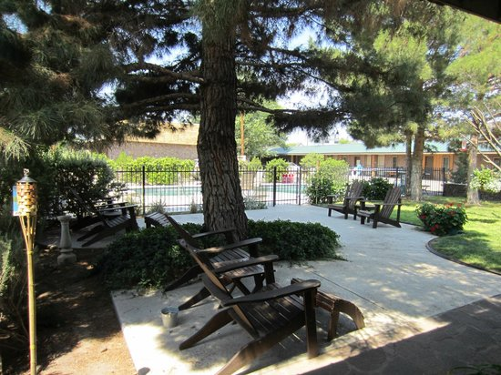 The Stone Village Tourist Camp : Patio area, great place to relax