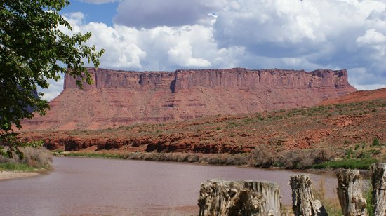 Red Cliffs Lodge: More of the view