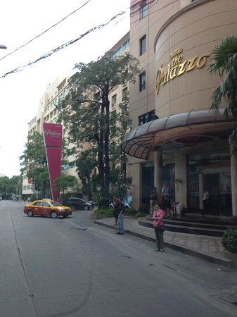 The Palazzo Bangkok: The hotel