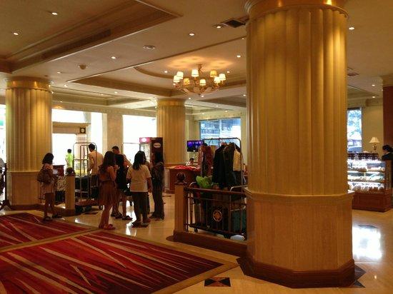 The Palazzo Bangkok: Lobby