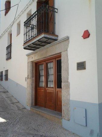 Hostal Aranda: Main entrance to Hostal