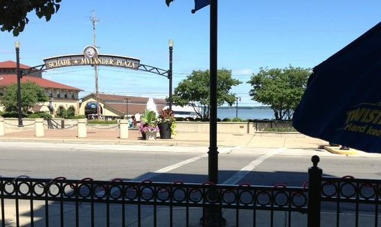 Daly's Pub : Water view
