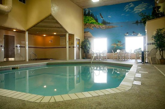 North Country Inn & Suites: Pool & Hot tub