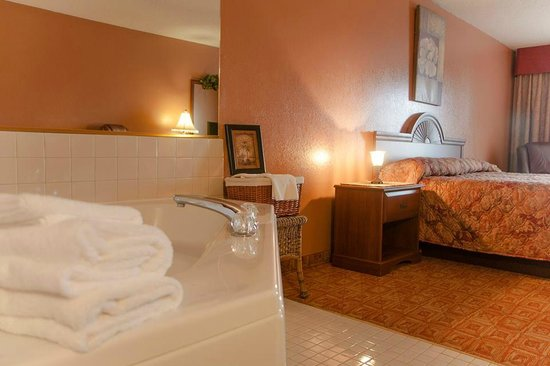 North Country Inn & Suites: Jacuzzi Suite