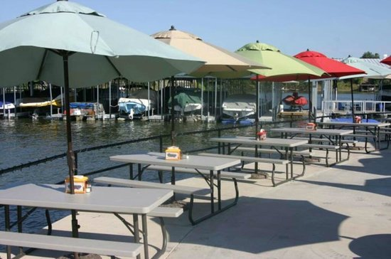 Stumpy's Lakeside Grill: Beautiful outdoor lake front patio dining!