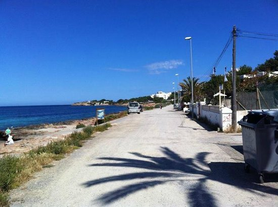 Sol Bahia Ibiza Suites: Road from sunset strip to the hotel