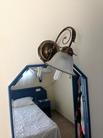 Club Meridmar Apart: Another loose light fixture that doesn't work