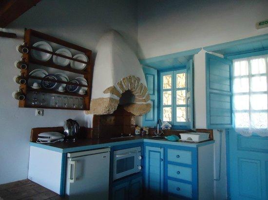 Eirini Luxury Hotel Villas: Kitchen