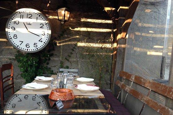 Cafe des Arts: La terrasse très sympathique.
