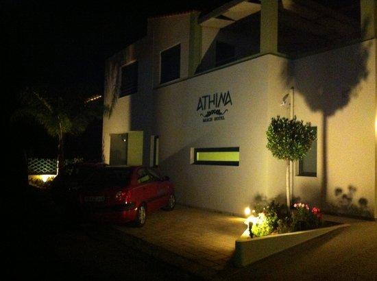 Athina Beach Hotel: Entrada del hotel