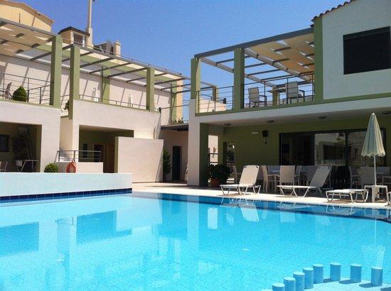 Athina Beach Hotel: La piscina
