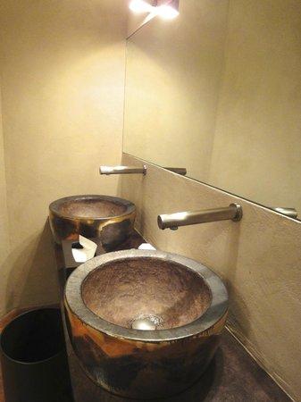 Palazzo Righini: Wastafel in restaurant Antiche Volte