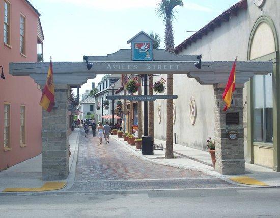 La Herencia Cafe: Aviles Street (oldest street in nation).