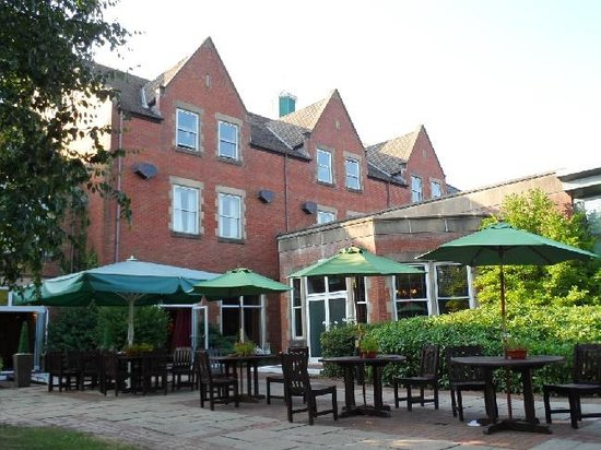 The Cheltenham Chase Hotel - A QHotel: Rear Patio Area