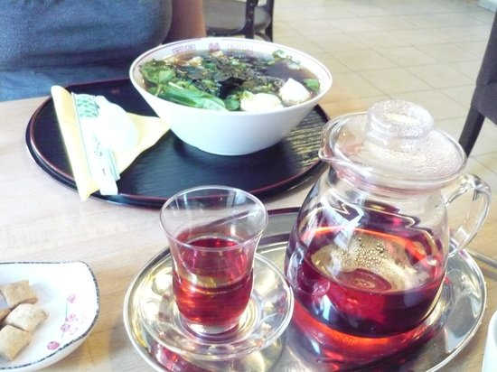Bily jerab : Hibiscus tea and Pho soup