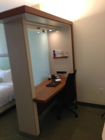 Staybridge Suites Houston IAH - Beltway 8: workspace