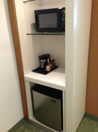Staybridge Suites Houston IAH - Beltway 8: Microwave - Refrigerator