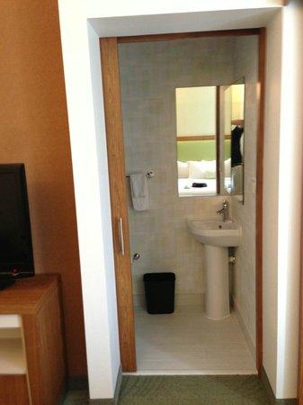 Staybridge Suites Houston IAH - Beltway 8: washroom