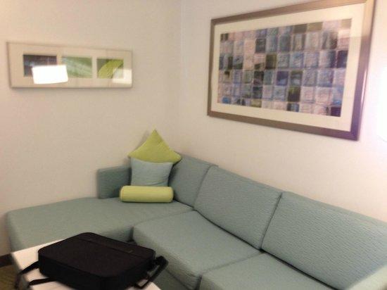 Staybridge Suites Houston IAH - Beltway 8: lounging area