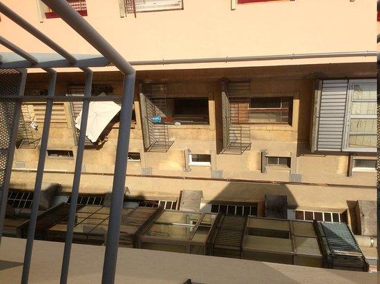 Hotel Le Pre Carre : Vue depuis la suite ... sympa les HLM ...