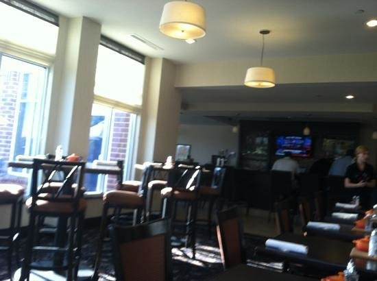 Hilton Garden Inn Fargo: attractive Dining Room and Bar