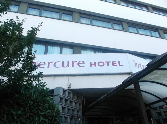 Mercure Versailles Parly 2: The hotel front