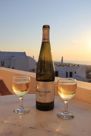 Kiklamino Studios & Apartments : вино Санторини