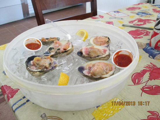 Junior's Crabs and Seafood: Clams on Half Shell