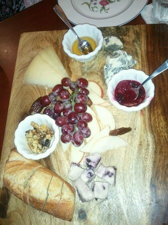 Nirvana Wine & Grillerie: Fabulous cheese selection!