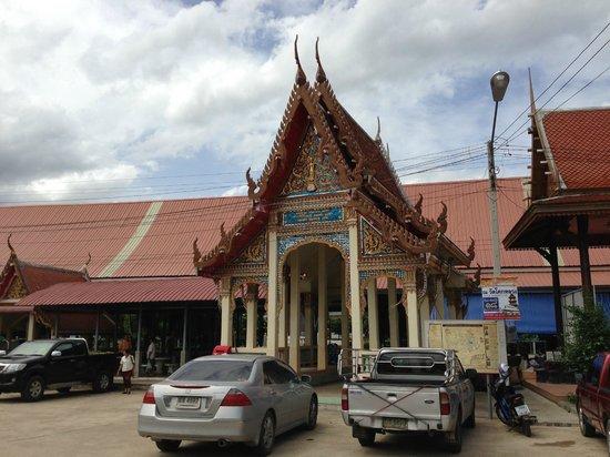 Damnoen Saduak Floating Market : Wat Rat Charoen Tham