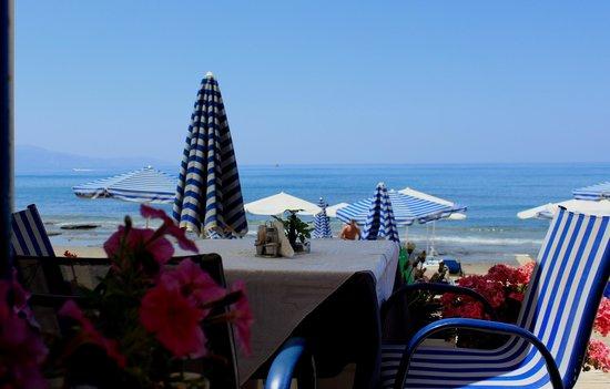 Hotel Atlantida Mare: vista dalla taverna