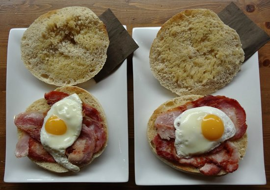 Dotty's Coffee House: bacon and egg baps