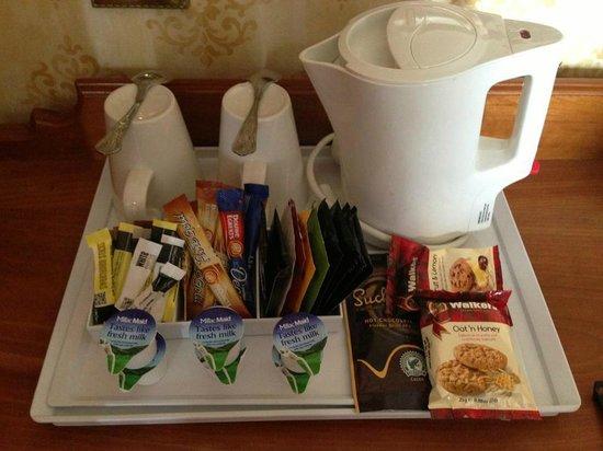 University Arms Cambridge: Tea/Coffee in Bedroom