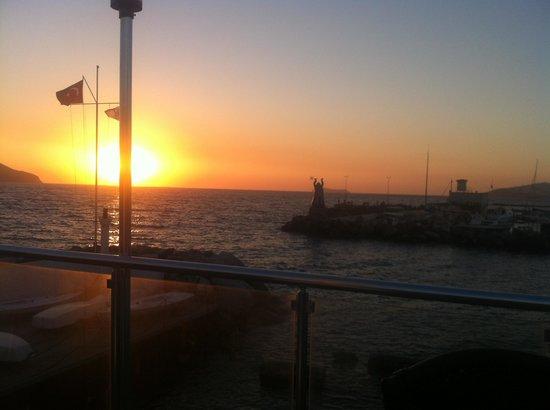 Turgutreis Yelken Cafe'de günbatımı.