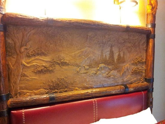 Disney's Wilderness Lodge: headboard
