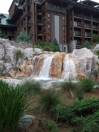 Disney's Wilderness Lodge: out back