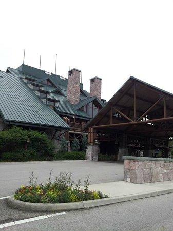 Disney's Wilderness Lodge: entrance